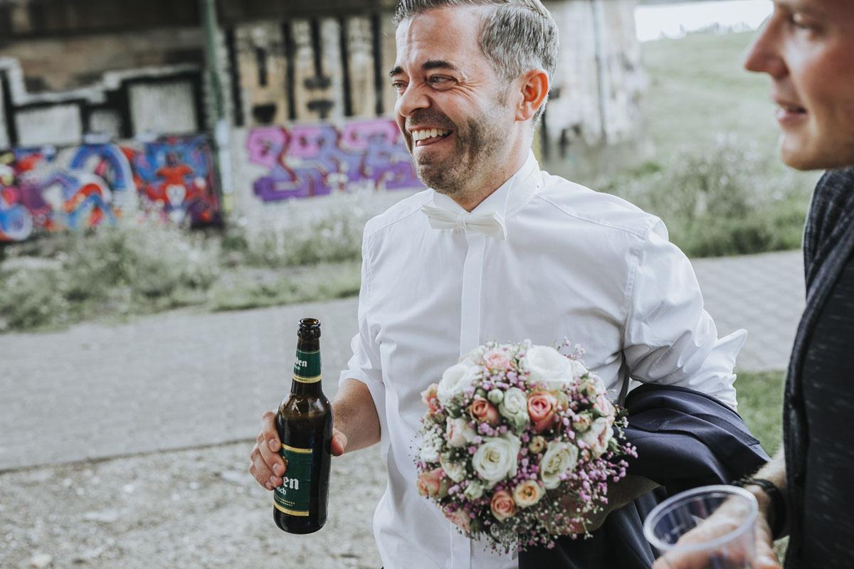 Janine+ Boris | Wir überraschen unsere Hochzeitsgäste mit dem bauwerk in Köln - Fotografin Guelten Hamidanoglu Koeln Hochzeiten Hochzeitsfotos  554 1