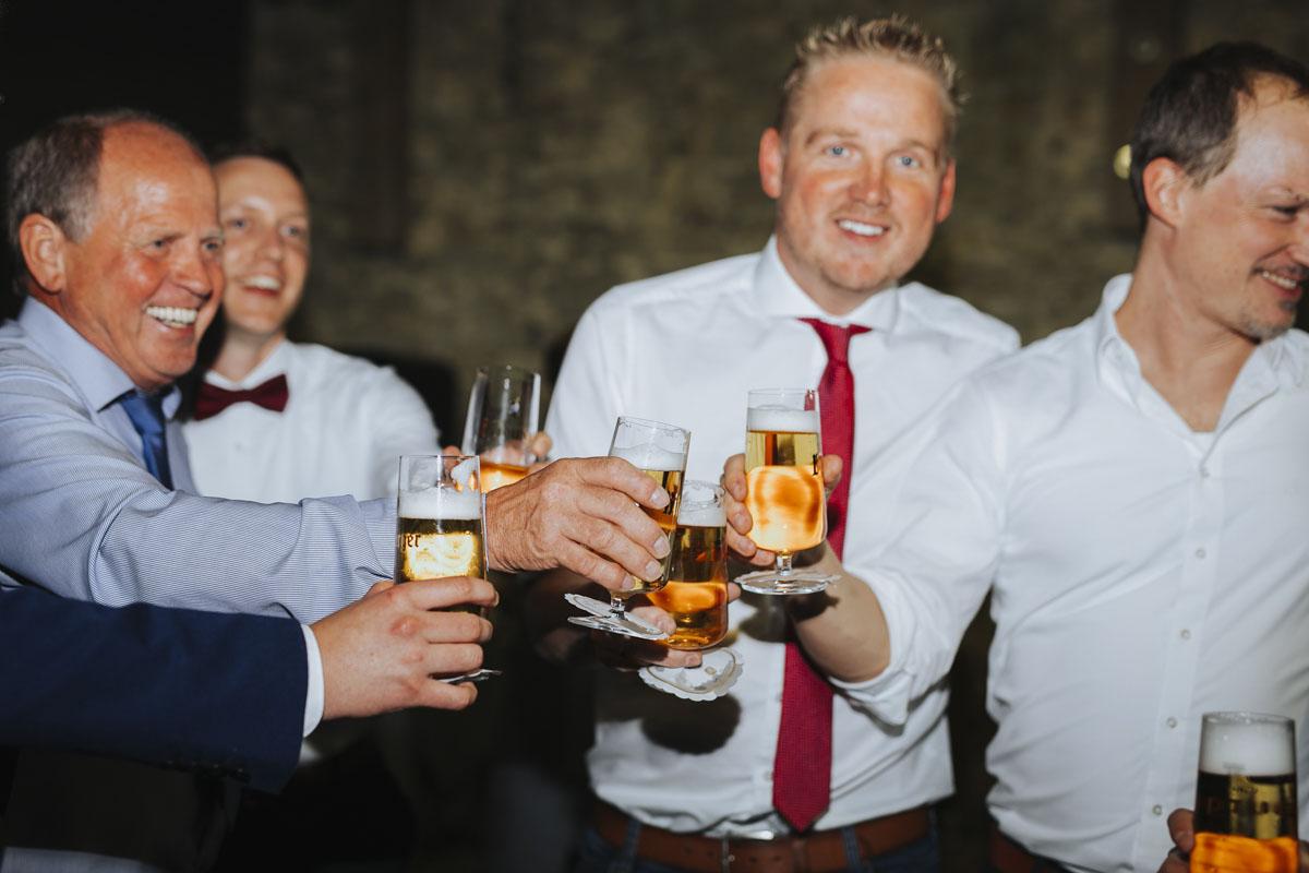 Caro + Chris | Herbstliche Hochzeit auf Hof Herzberg - Fotografin Guelten Hamidanoglu Koeln Hochzeiten Hochzeitsfotos  569