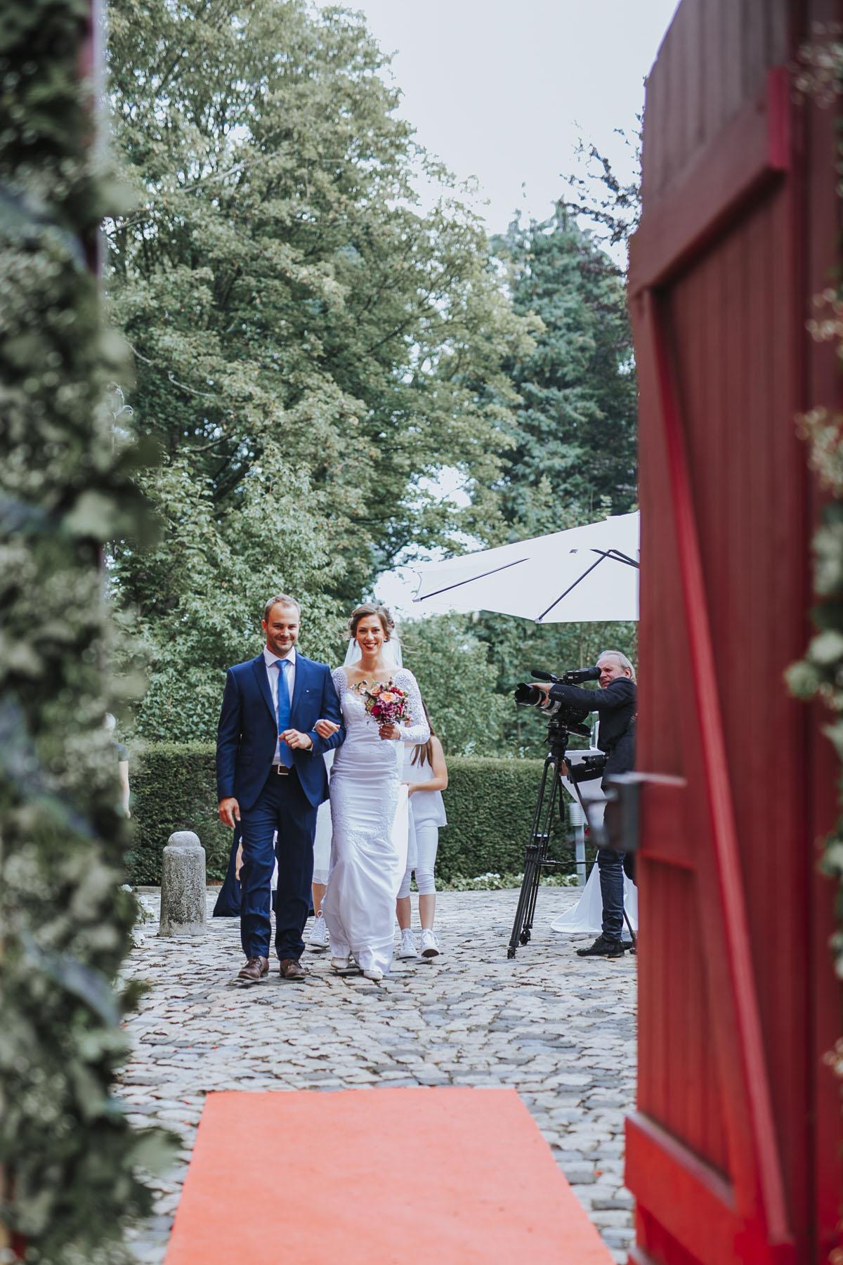 Alica+ Carsten | Freie Trauung im eigenen Garten - Fotografin Guelten Hamidanoglu Koeln Hochzeiten Hochzeitsfotos  57