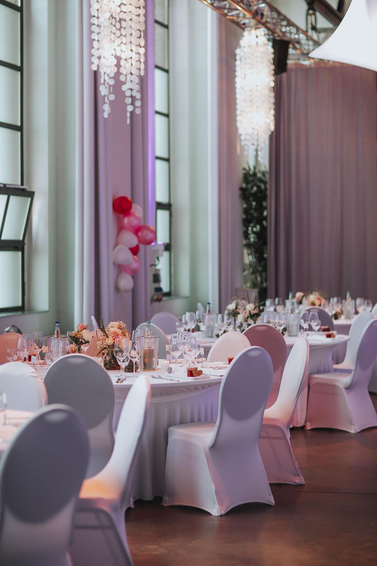 Janine+ Boris | Wir überraschen unsere Hochzeitsgäste mit dem bauwerk in Köln - Fotografin Guelten Hamidanoglu Koeln Hochzeiten Hochzeitsfotos  578 1
