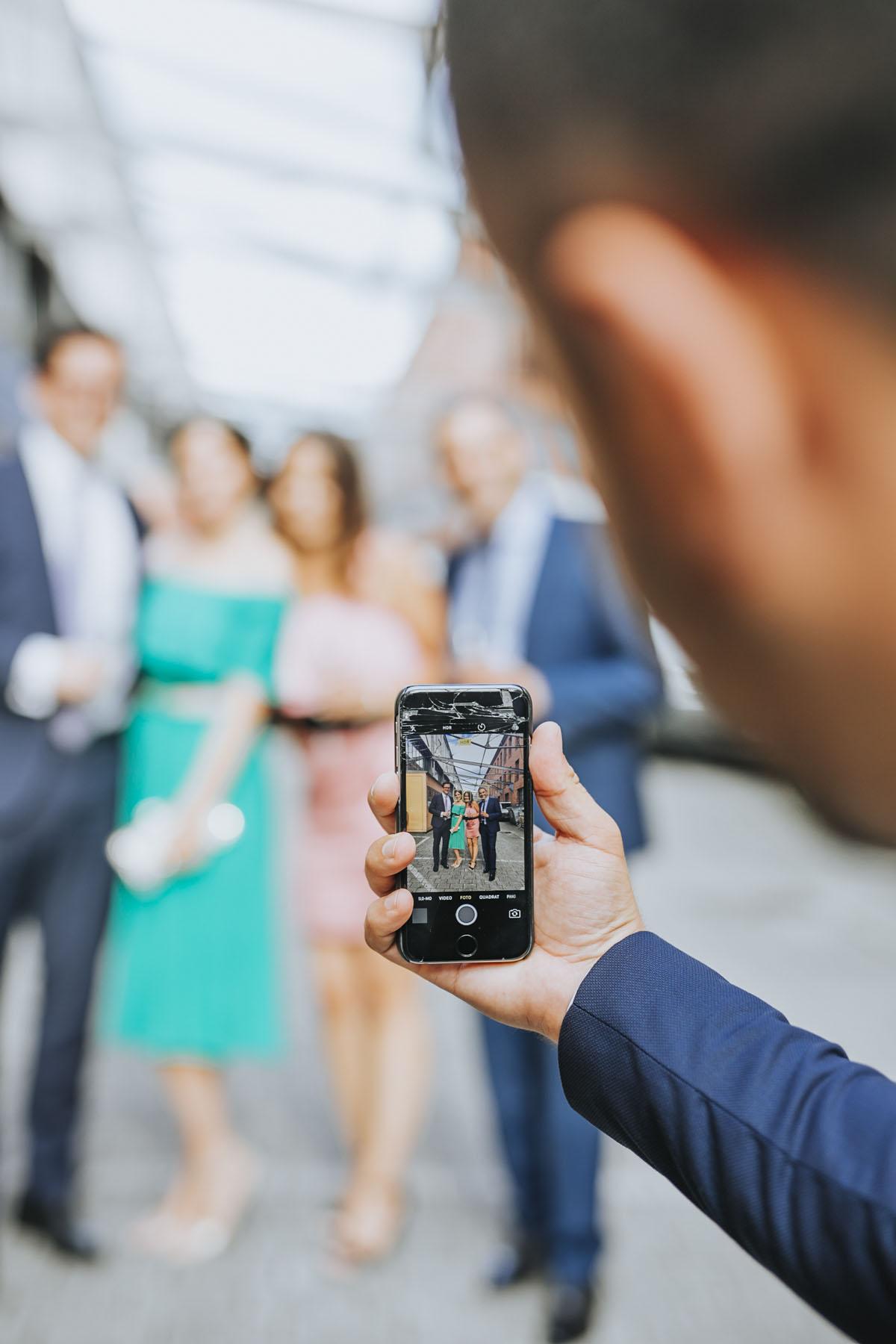 Janine+ Boris | Wir überraschen unsere Hochzeitsgäste mit dem bauwerk in Köln - Fotografin Guelten Hamidanoglu Koeln Hochzeiten Hochzeitsfotos  586
