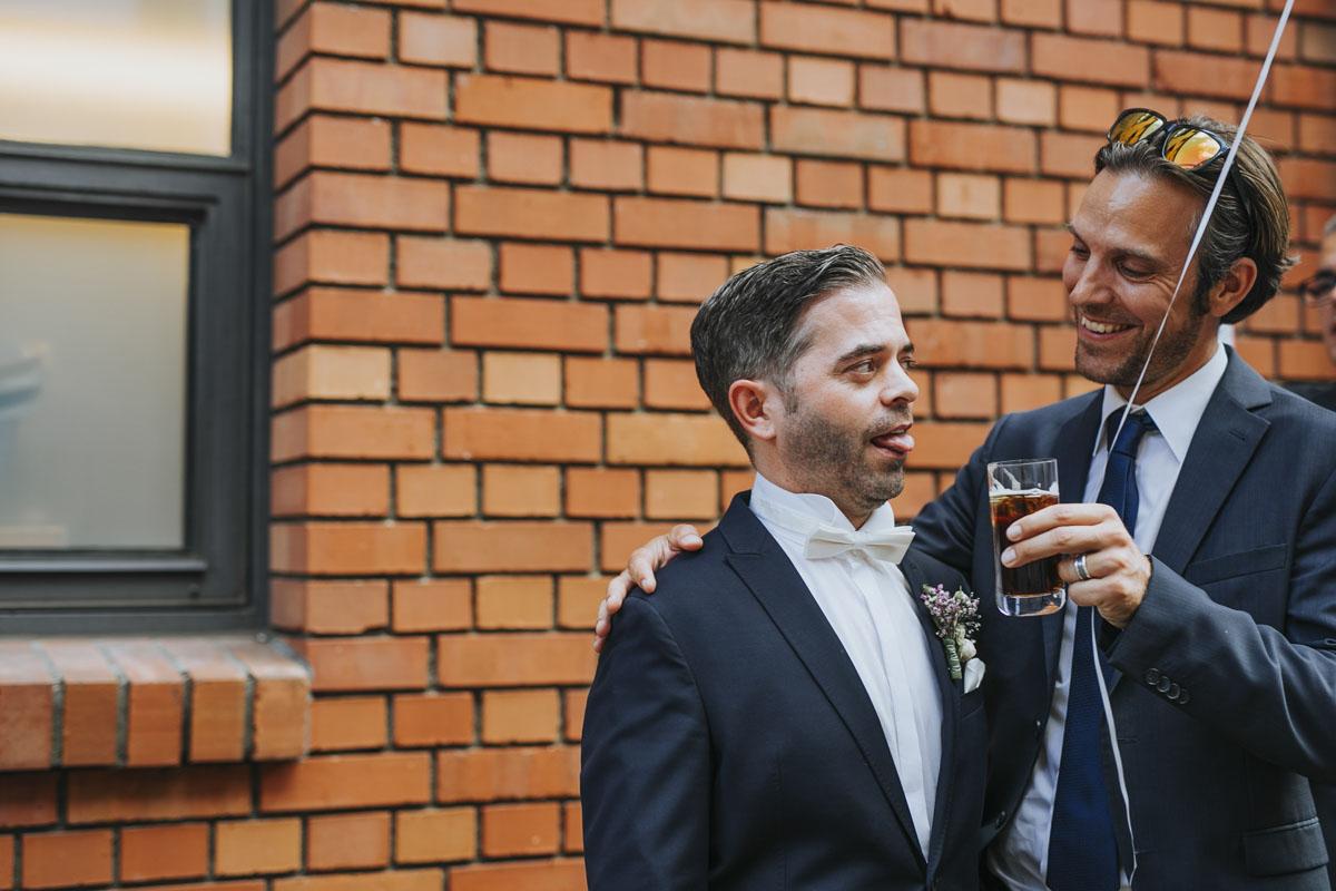 Janine+ Boris | Wir überraschen unsere Hochzeitsgäste mit dem bauwerk in Köln - Fotografin Guelten Hamidanoglu Koeln Hochzeiten Hochzeitsfotos  587