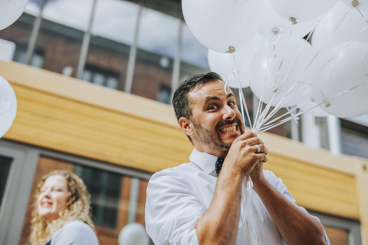 Janine+ Boris | Wir überraschen unsere Hochzeitsgäste mit dem bauwerk in Köln - Fotografin Guelten Hamidanoglu Koeln Hochzeiten Hochzeitsfotos  590
