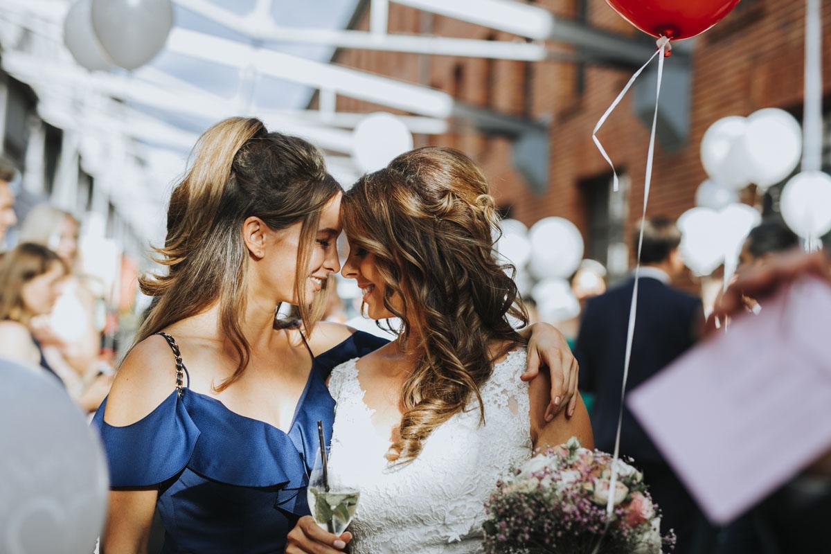 Janine+ Boris | Wir überraschen unsere Hochzeitsgäste mit dem bauwerk in Köln - Fotografin Guelten Hamidanoglu Koeln Hochzeiten Hochzeitsfotos  598