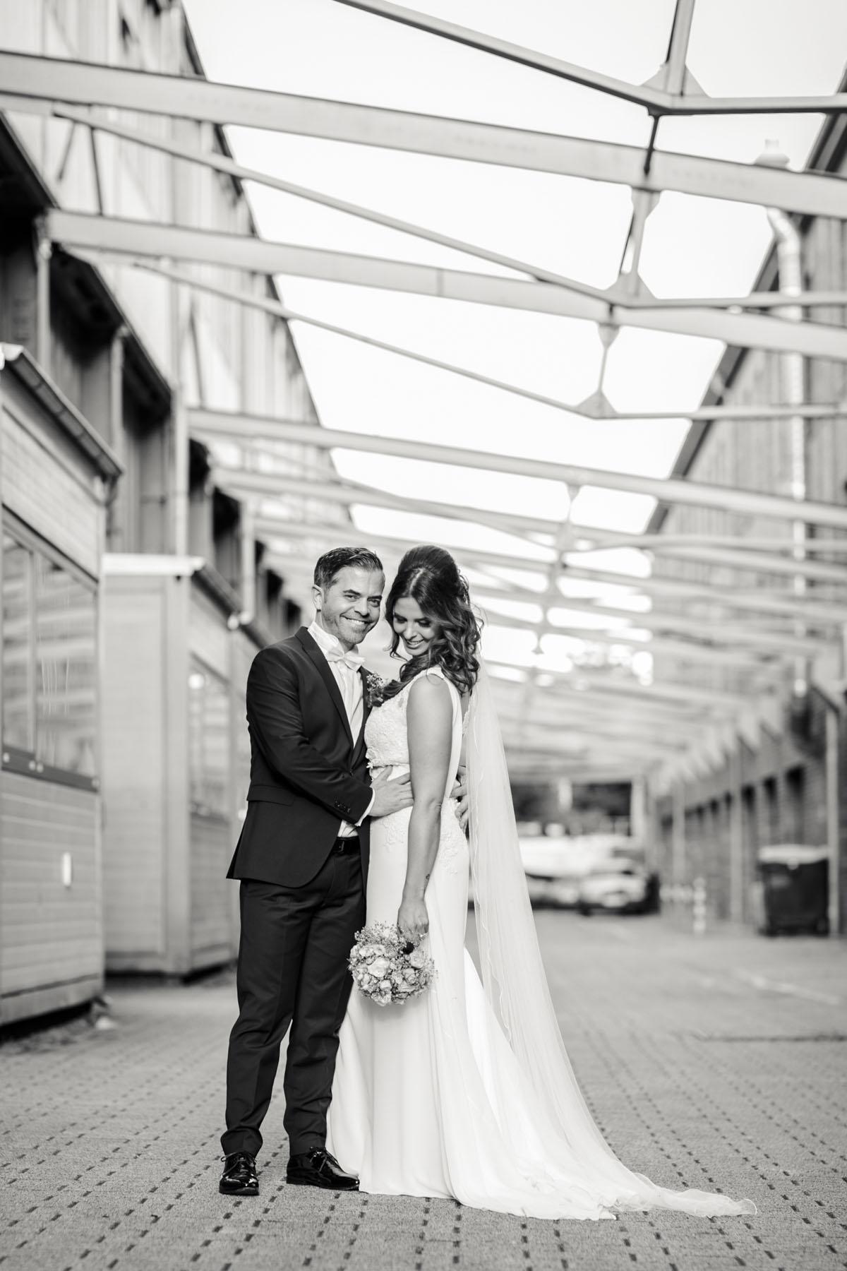 Janine+ Boris | Wir überraschen unsere Hochzeitsgäste mit dem bauwerk in Köln - Fotografin Guelten Hamidanoglu Koeln Hochzeiten Hochzeitsfotos  610