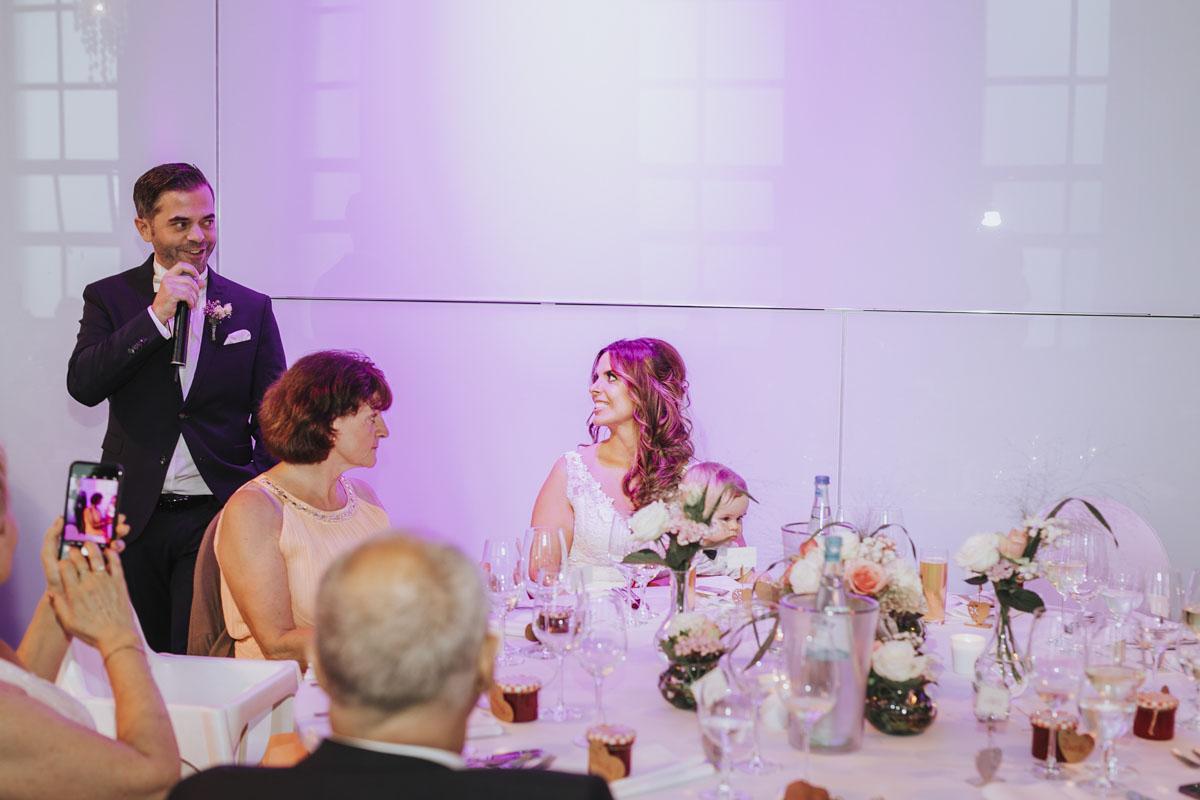 Janine+ Boris | Wir überraschen unsere Hochzeitsgäste mit dem bauwerk in Köln - Fotografin Guelten Hamidanoglu Koeln Hochzeiten Hochzeitsfotos  641