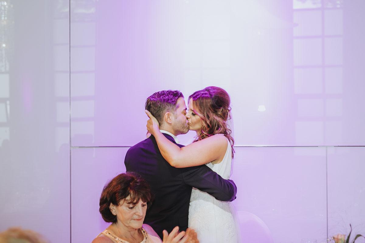 Janine+ Boris | Wir überraschen unsere Hochzeitsgäste mit dem bauwerk in Köln - Fotografin Guelten Hamidanoglu Koeln Hochzeiten Hochzeitsfotos  659
