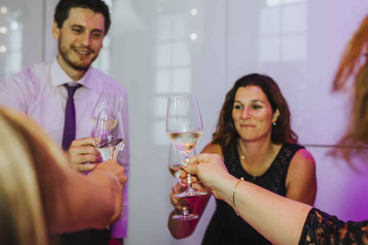 Janine+ Boris | Wir überraschen unsere Hochzeitsgäste mit dem bauwerk in Köln - Fotografin Guelten Hamidanoglu Koeln Hochzeiten Hochzeitsfotos  663
