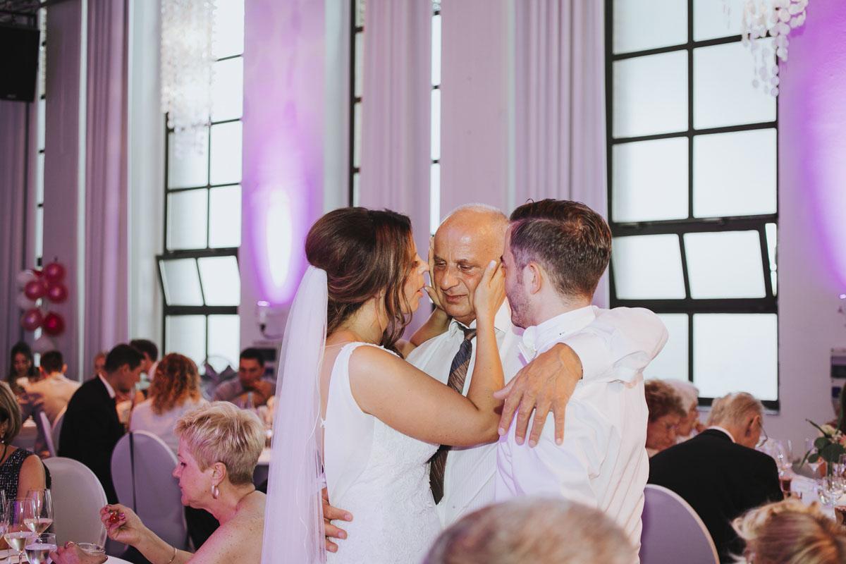 Janine+ Boris | Wir überraschen unsere Hochzeitsgäste mit dem bauwerk in Köln - Fotografin Guelten Hamidanoglu Koeln Hochzeiten Hochzeitsfotos  671