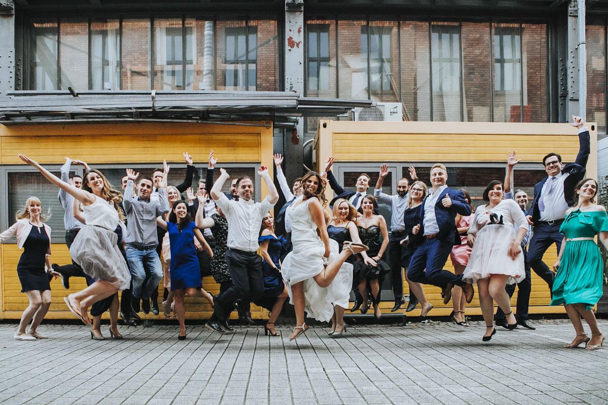 Janine+ Boris | Wir überraschen unsere Hochzeitsgäste mit dem bauwerk in Köln - Fotografin Guelten Hamidanoglu Koeln Hochzeiten Hochzeitsfotos  685