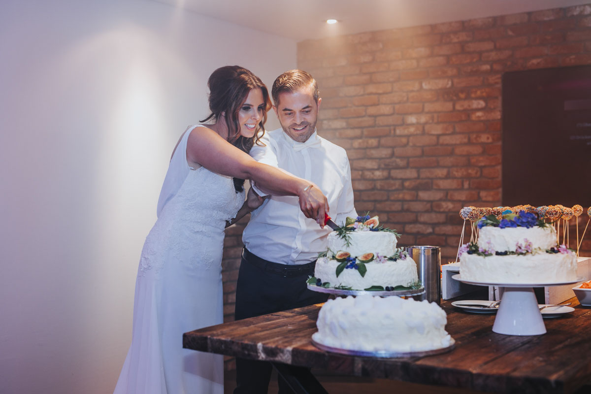 Janine+ Boris | Wir überraschen unsere Hochzeitsgäste mit dem bauwerk in Köln - Fotografin Guelten Hamidanoglu Koeln Hochzeiten Hochzeitsfotos  703