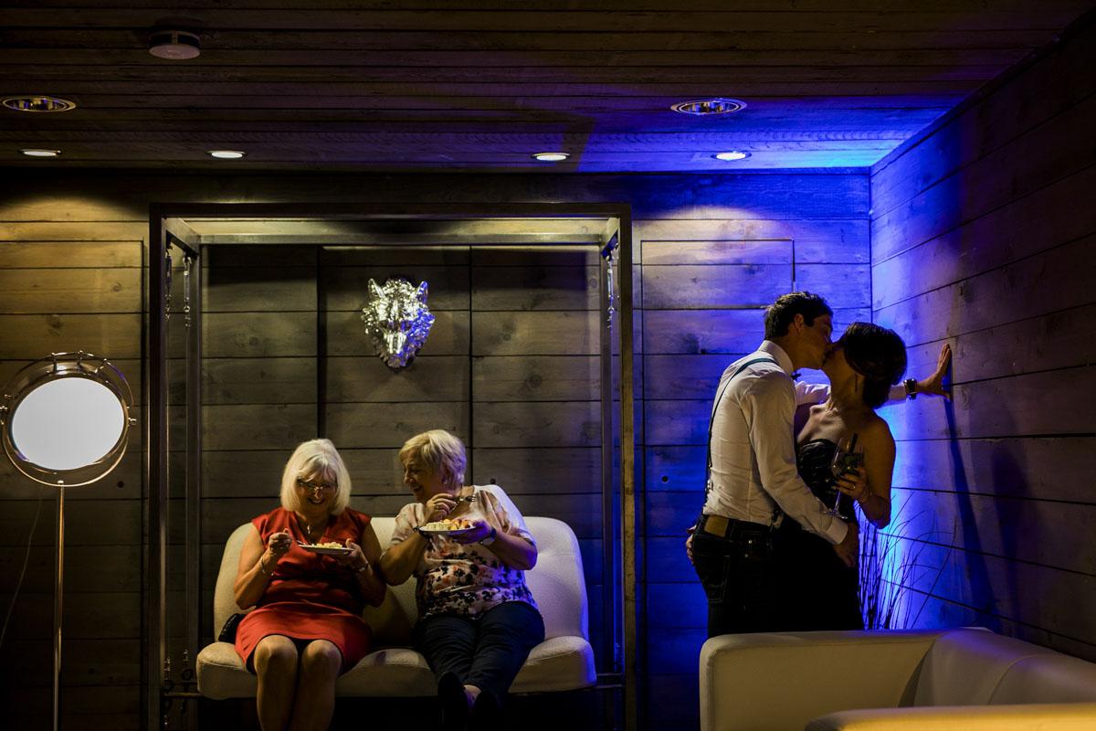 Janine+ Boris | Wir überraschen unsere Hochzeitsgäste mit dem bauwerk in Köln - Fotografin Guelten Hamidanoglu Koeln Hochzeiten Hochzeitsfotos  725