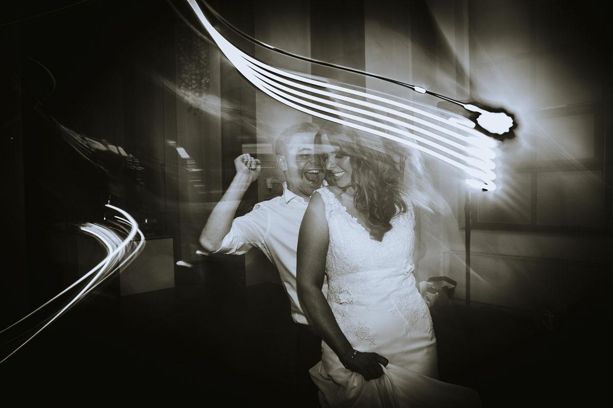 Janine+ Boris | Wir überraschen unsere Hochzeitsgäste mit dem bauwerk in Köln - Fotografin Guelten Hamidanoglu Koeln Hochzeiten Hochzeitsfotos  812