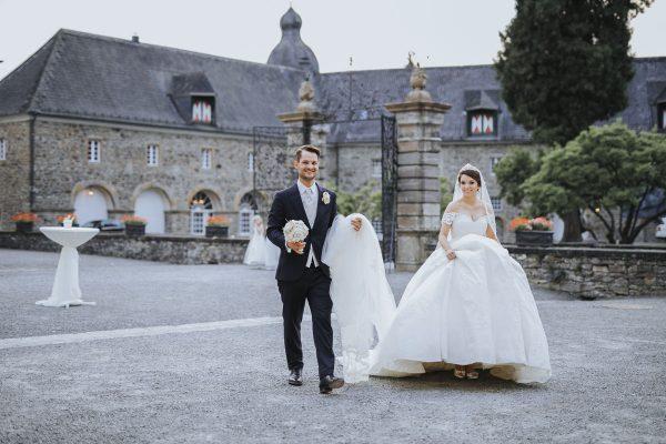 Patricia + Tom | Prinzessinnenhochzeit auf Ehreshoven - Fotografin Guelten Hamidanoglu Koeln Hochzeiten Hochzeitsfotos Titel 4 600x400