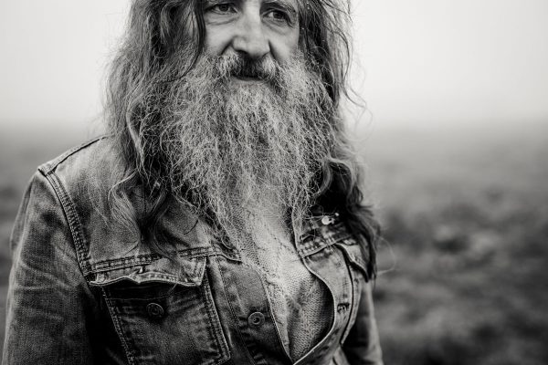 Siegfried Hartl | Der schöne Mann im Nebel - Fotografin Guelten Hamidanoglu Koeln Portraits  2579 600x400