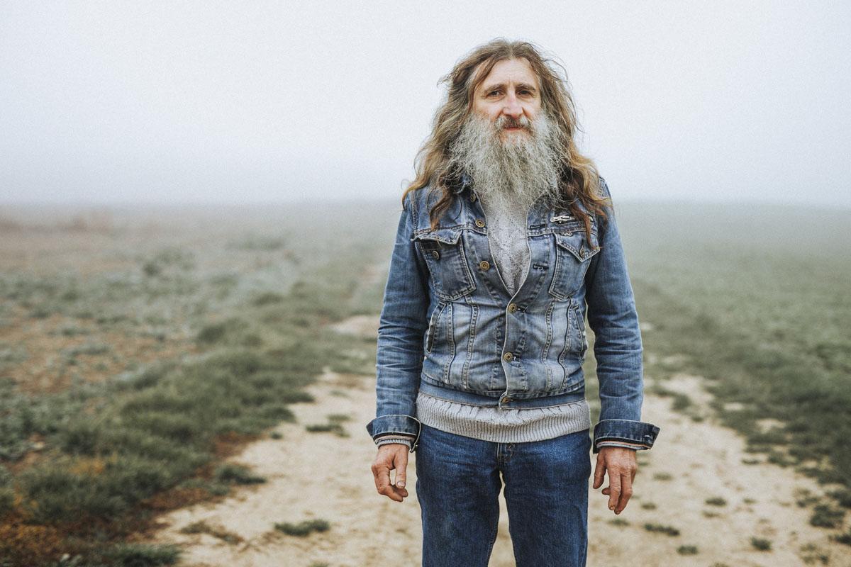 Siegfried Hartl | Der schöne Mann im Nebel - Fotografin Guelten Hamidanoglu Koeln Portraits  2593
