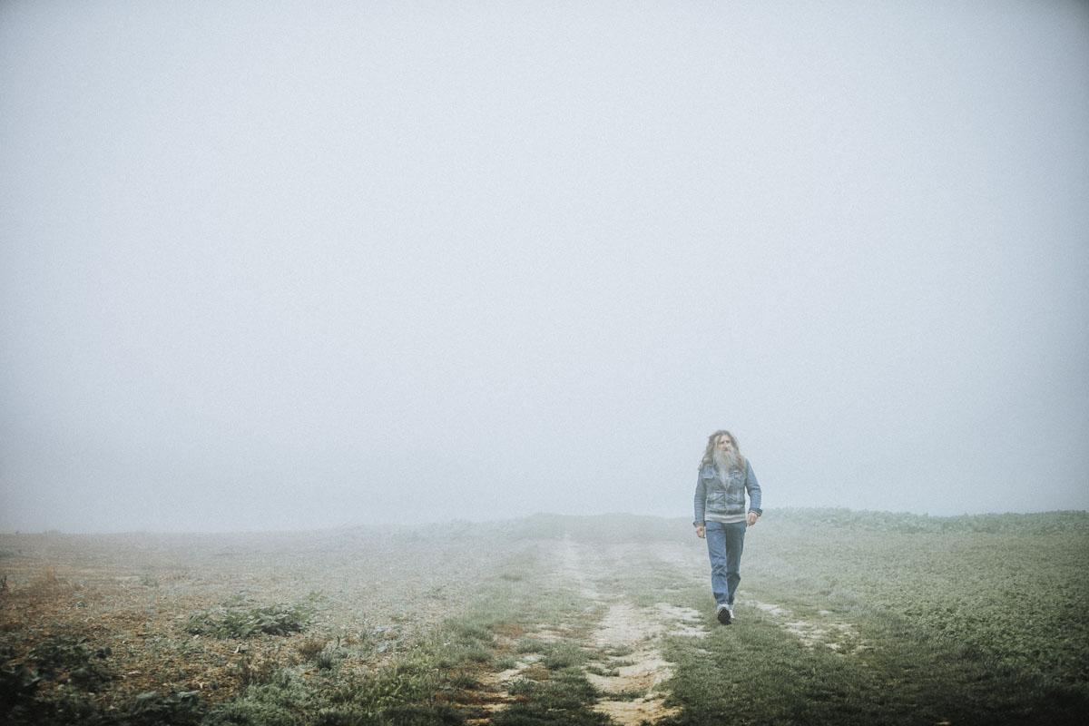 Siegfried Hartl | Der schöne Mann im Nebel - Fotografin Guelten Hamidanoglu Koeln Portraits  2641