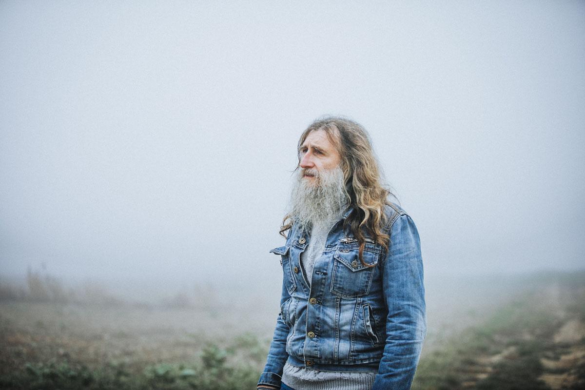 Siegfried Hartl | Der schöne Mann im Nebel - Fotografin Guelten Hamidanoglu Koeln Portraits  2656