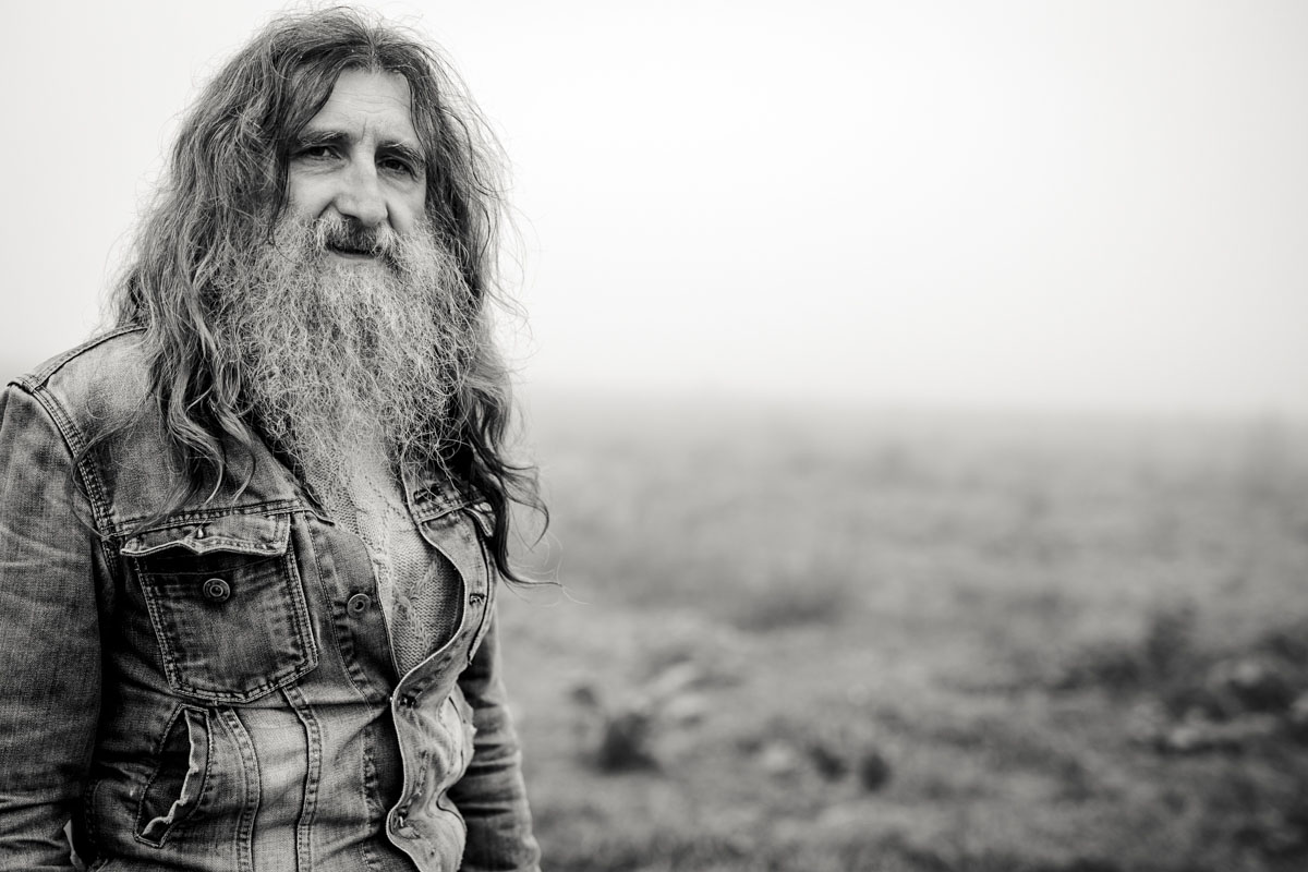 Siegfried Hartl | Der schöne Mann im Nebel - Fotografin Guelten Hamidanoglu Koeln Portraits  2673