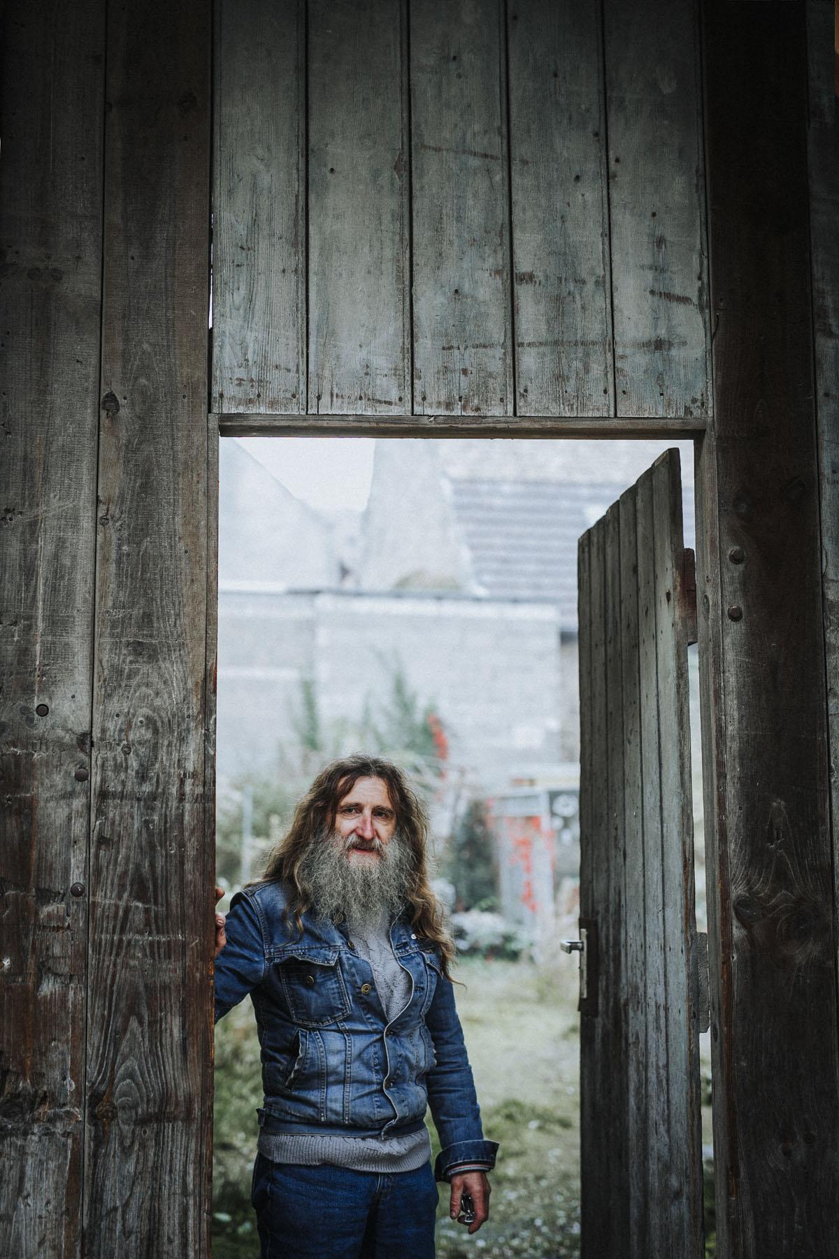 Siegfried Hartl | Der schöne Mann im Nebel - Fotografin Guelten Hamidanoglu Koeln Portraits  2717