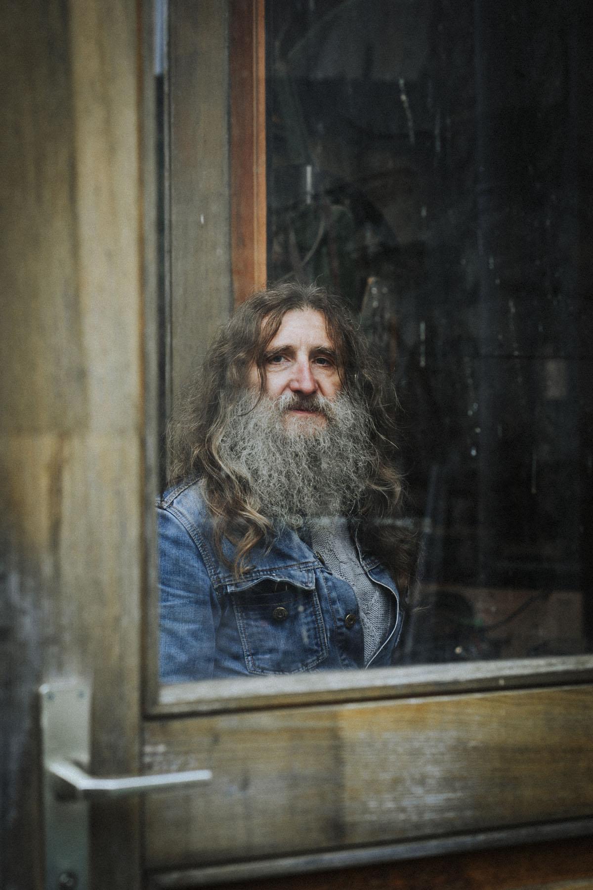 Siegfried Hartl | Der schöne Mann im Nebel - Fotografin Guelten Hamidanoglu Koeln Portraits  2754