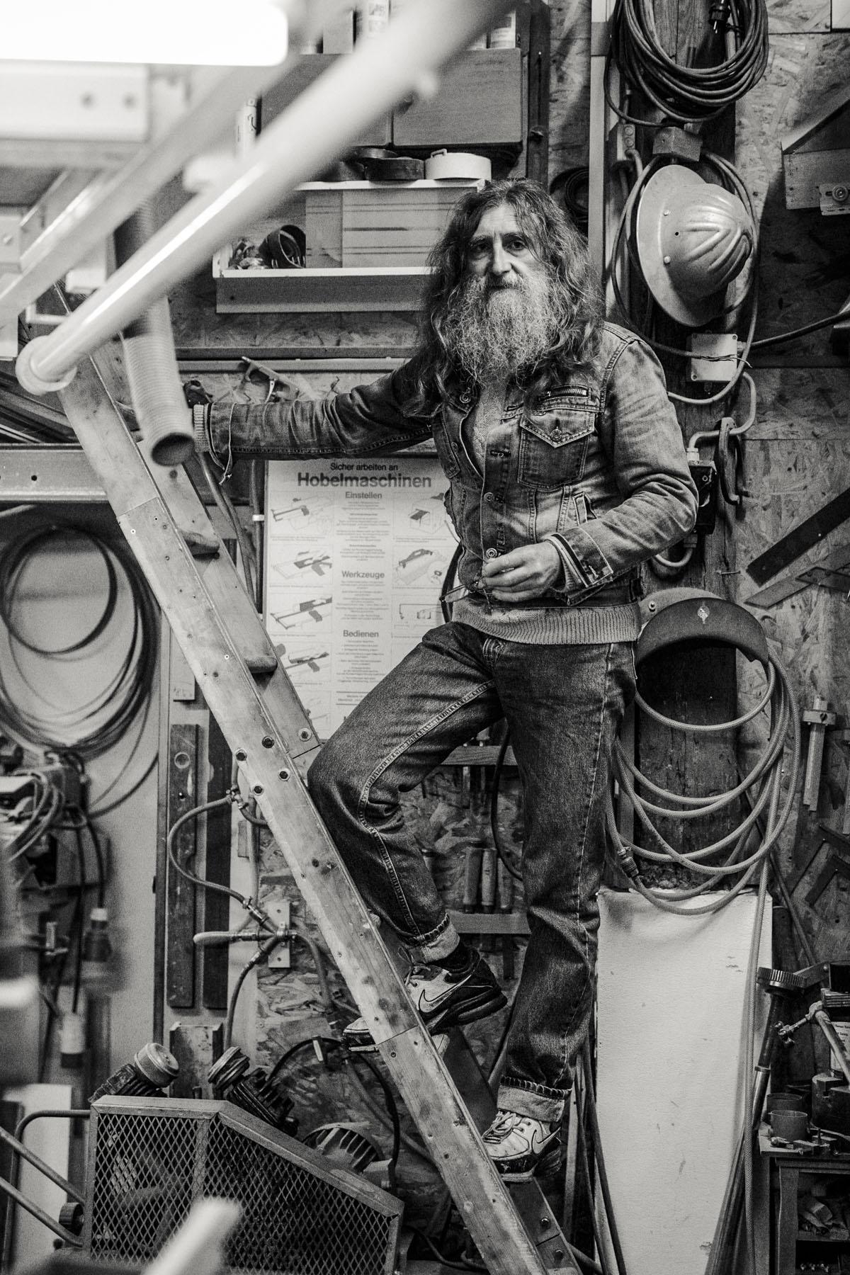 Siegfried Hartl | Der schöne Mann im Nebel - Fotografin Guelten Hamidanoglu Koeln Portraits  2813