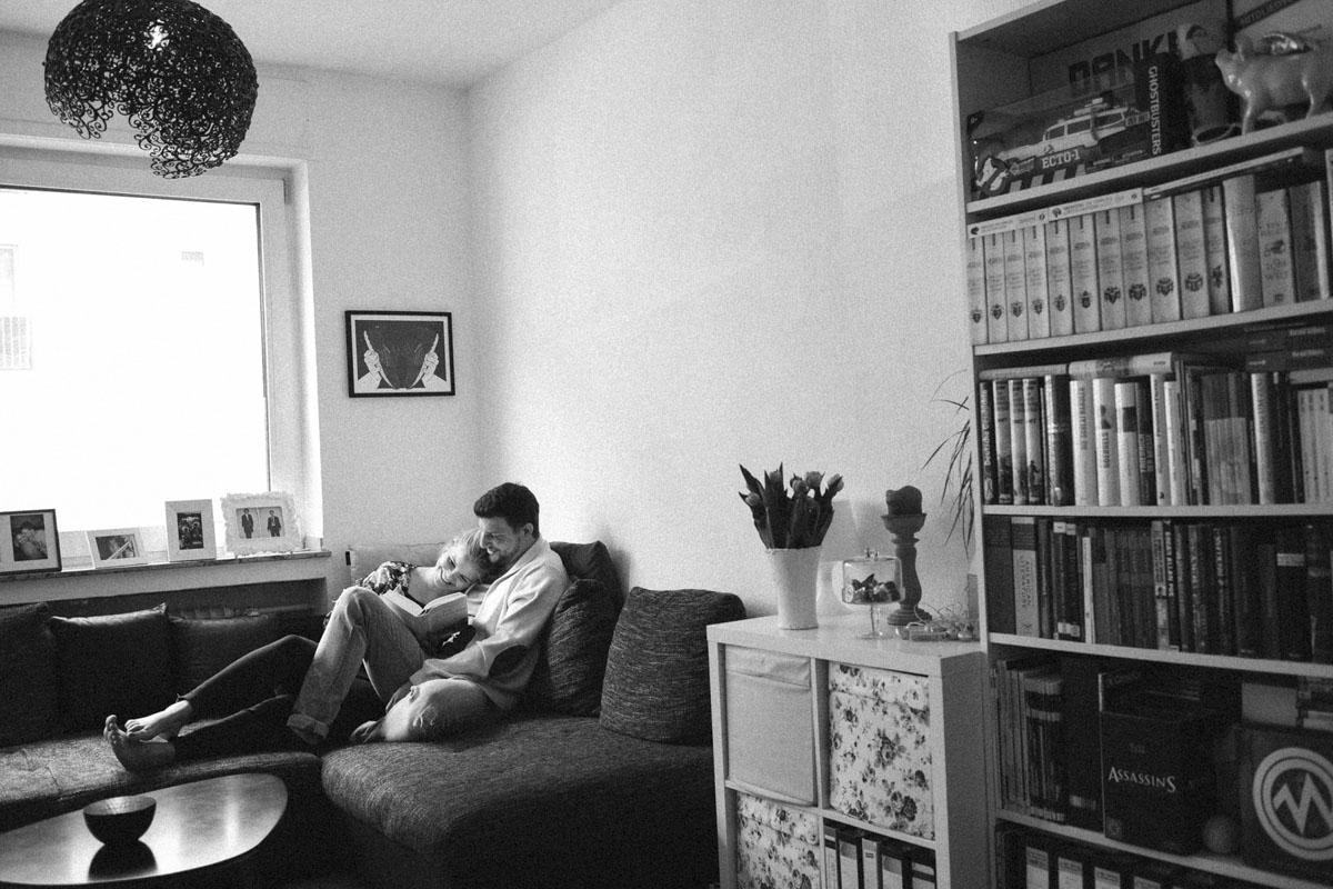 Greta + Rouven - Eine Homestory in Köln - Fotografin Guelten Hamidanoglu Koeln portraits  2 2 1