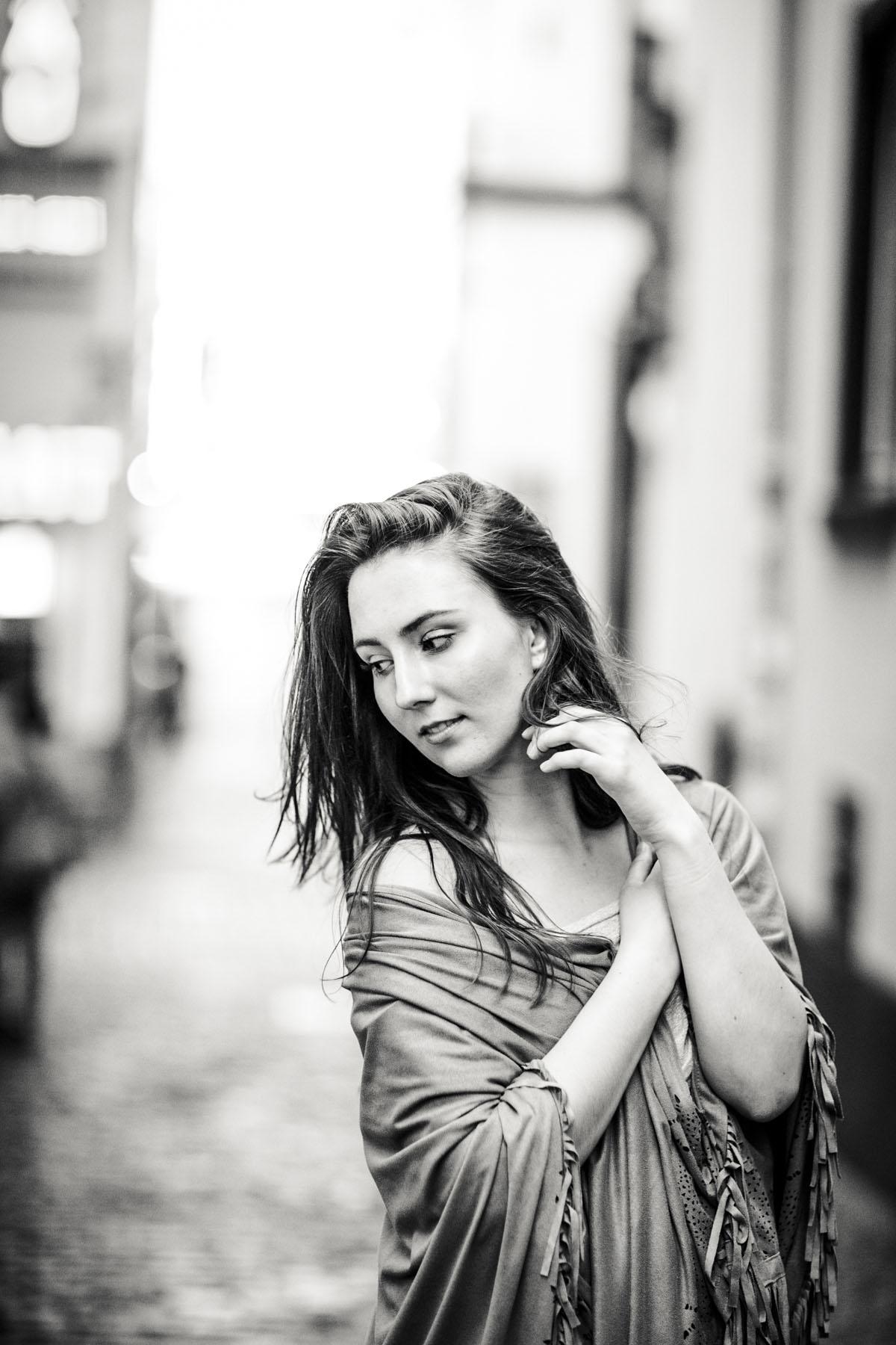 Stella - Urbanes Fotoshooting in Kölner Innenstadt - Fotografin Guelten Hamidanoglu Koeln portraits  25