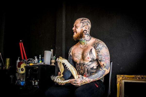 Bogatyr Tattoo in Thailand - Fotografin Guelten Hamidanoglu Koeln portraits Titel 600x400