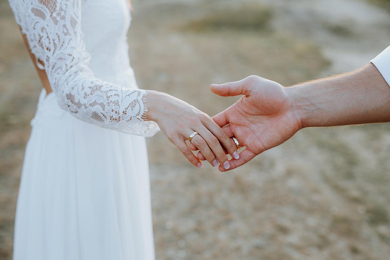 Eheringe bei frisch vermähltem Ehepaar - Fotoshooting mit Gülten Hamidanoglu