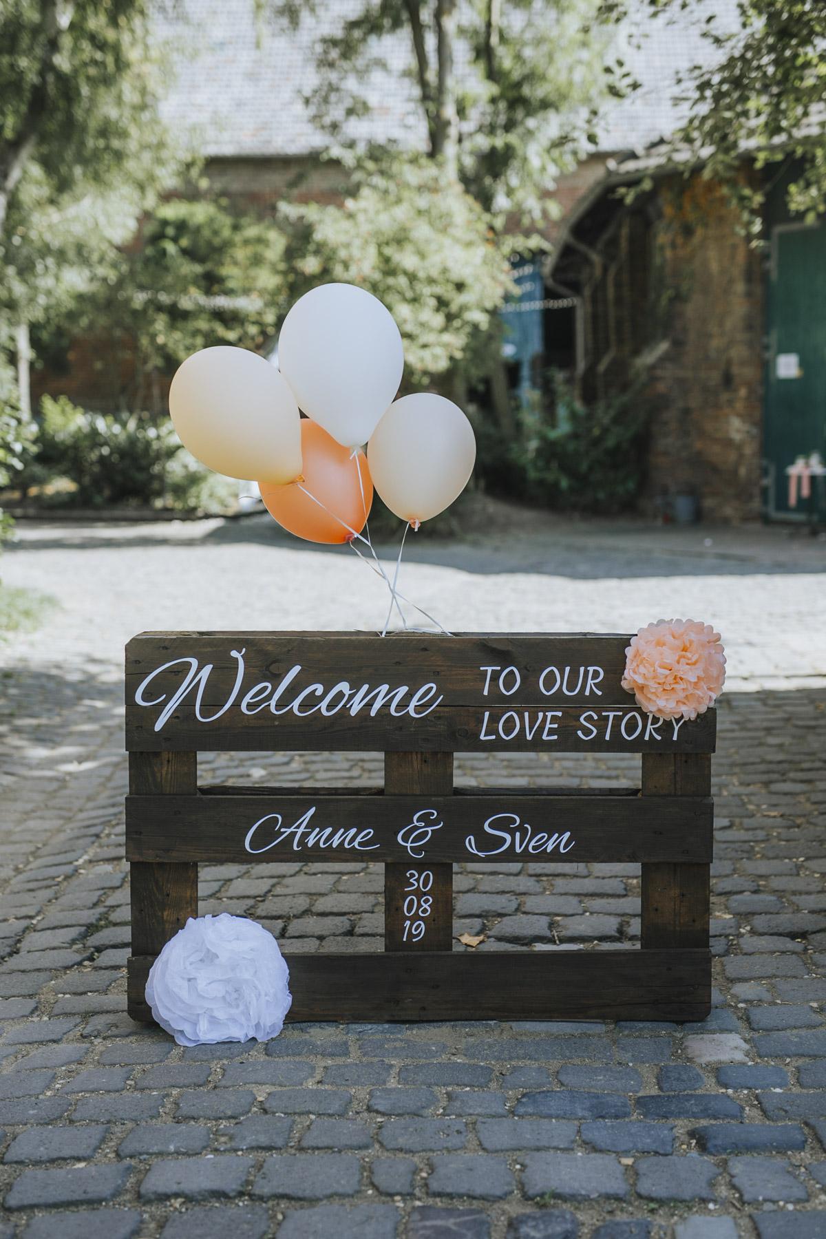 Anne und Sven | Hochzeit mit freier Trauung auf der Wasserburg Geretzhoven - Fotografin Guelten Hamidanoglu Fotografie Koeln AS 19 102