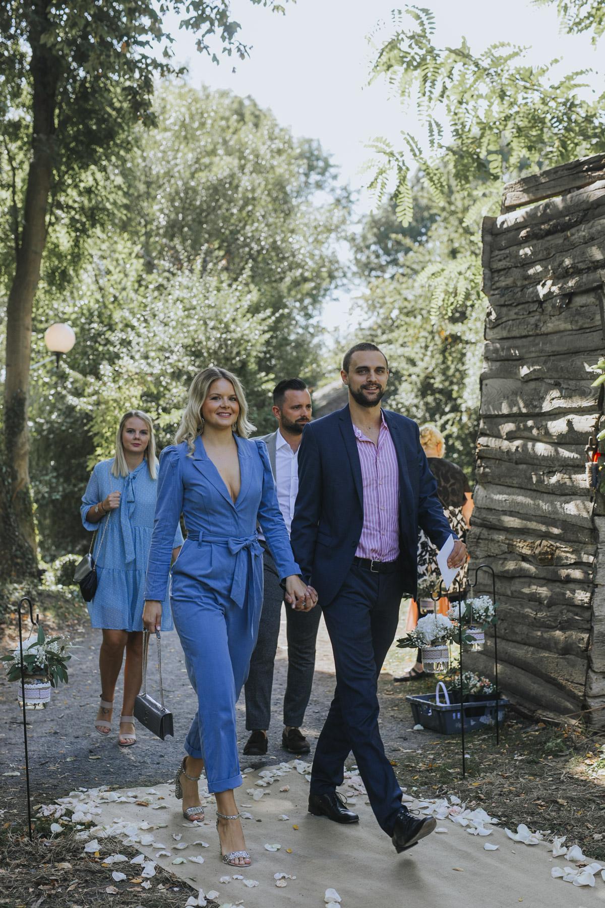 Anne und Sven | Hochzeit mit freier Trauung auf der Wasserburg Geretzhoven - Fotografin Guelten Hamidanoglu Fotografie Koeln AS 19 114