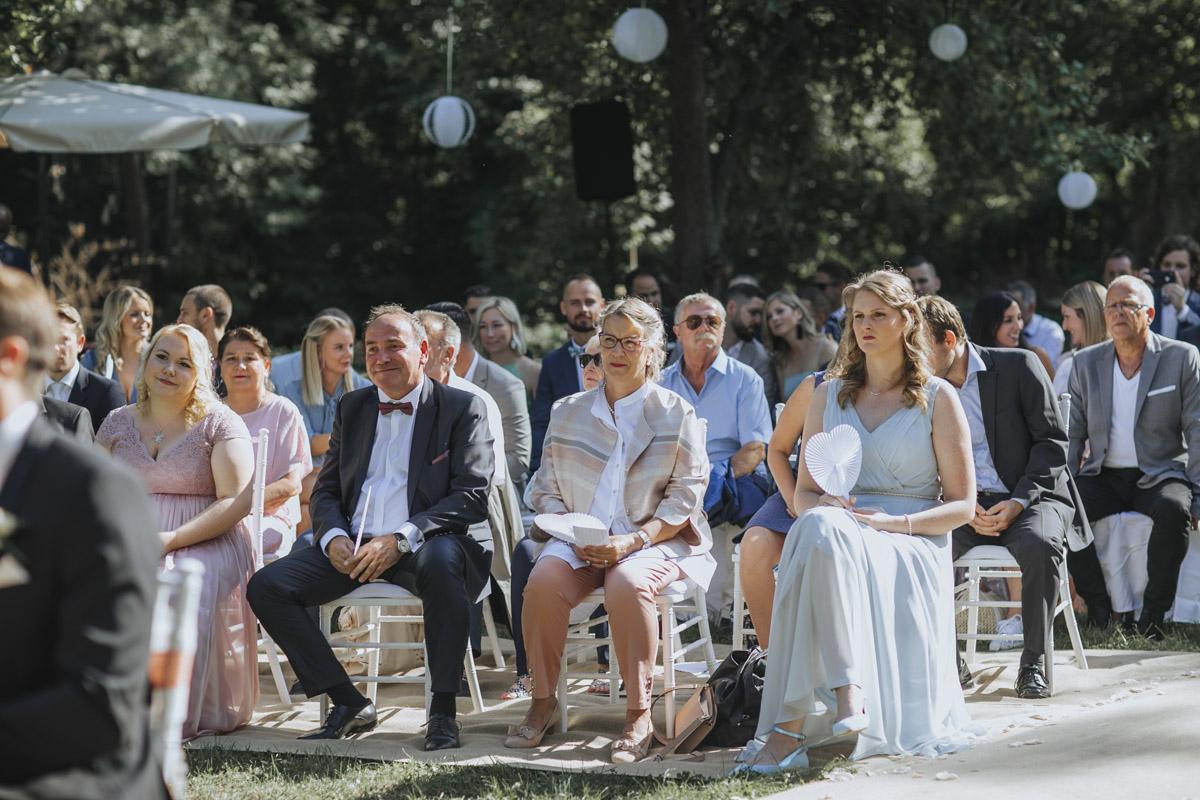 Anne und Sven | Hochzeit mit freier Trauung auf der Wasserburg Geretzhoven - Fotografin Guelten Hamidanoglu Fotografie Koeln AS 19 148