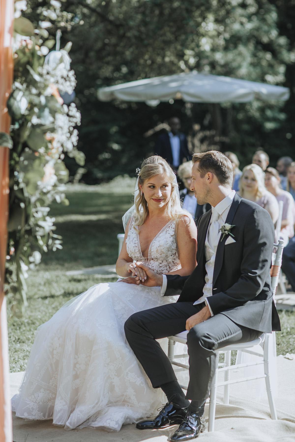 Anne und Sven | Hochzeit mit freier Trauung auf der Wasserburg Geretzhoven - Fotografin Guelten Hamidanoglu Fotografie Koeln AS 19 152