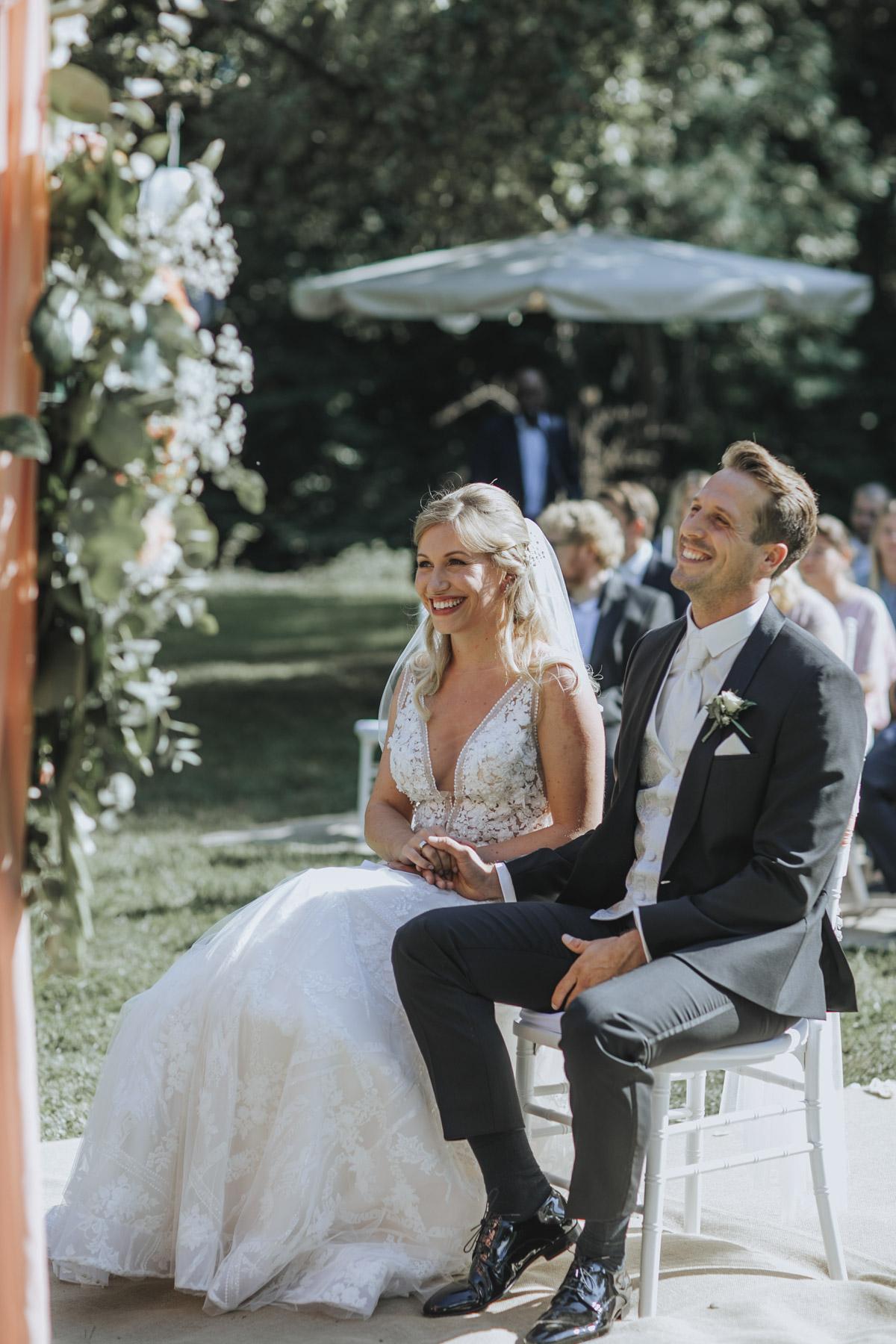 Anne und Sven | Hochzeit mit freier Trauung auf der Wasserburg Geretzhoven - Fotografin Guelten Hamidanoglu Fotografie Koeln AS 19 155