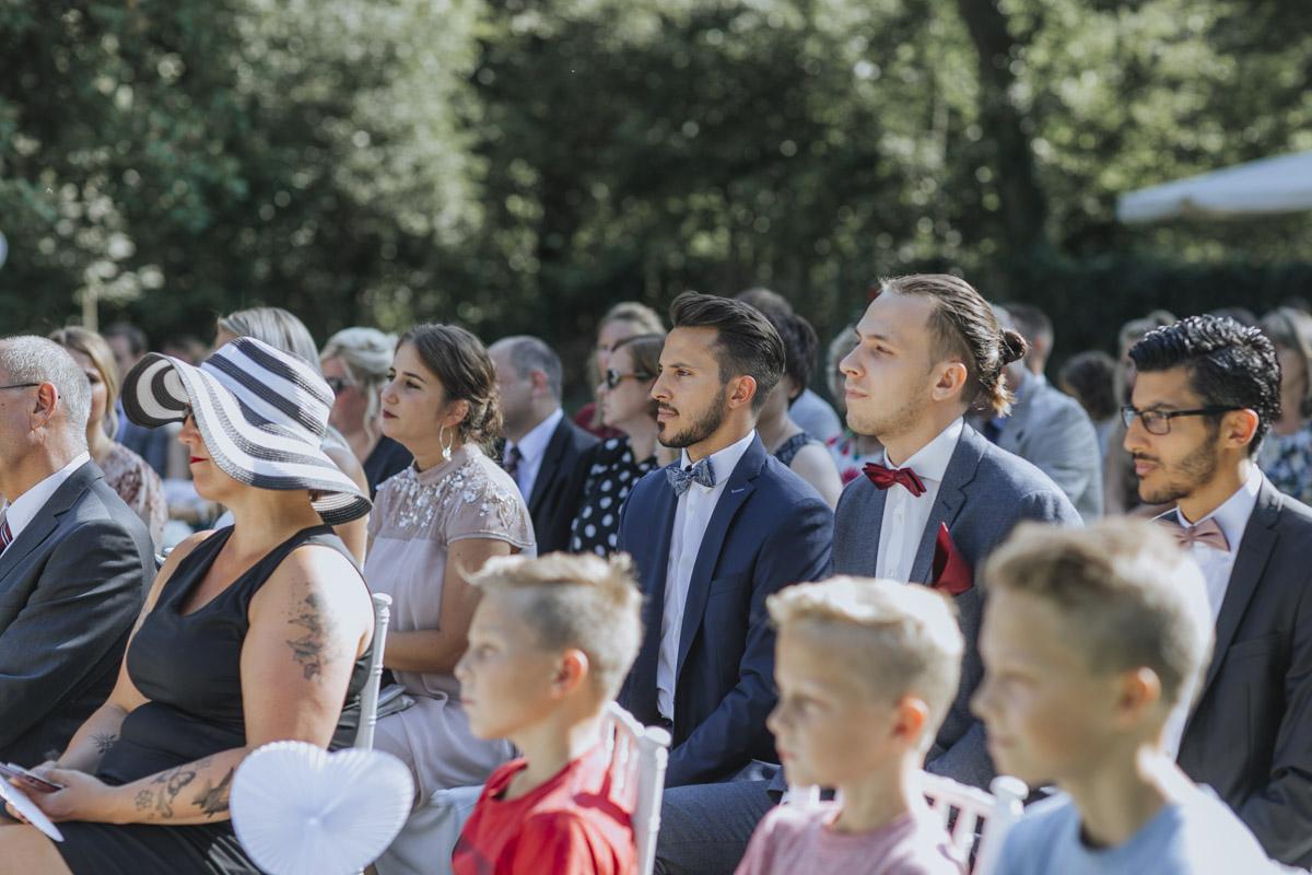Anne und Sven | Hochzeit mit freier Trauung auf der Wasserburg Geretzhoven - Fotografin Guelten Hamidanoglu Fotografie Koeln AS 19 156