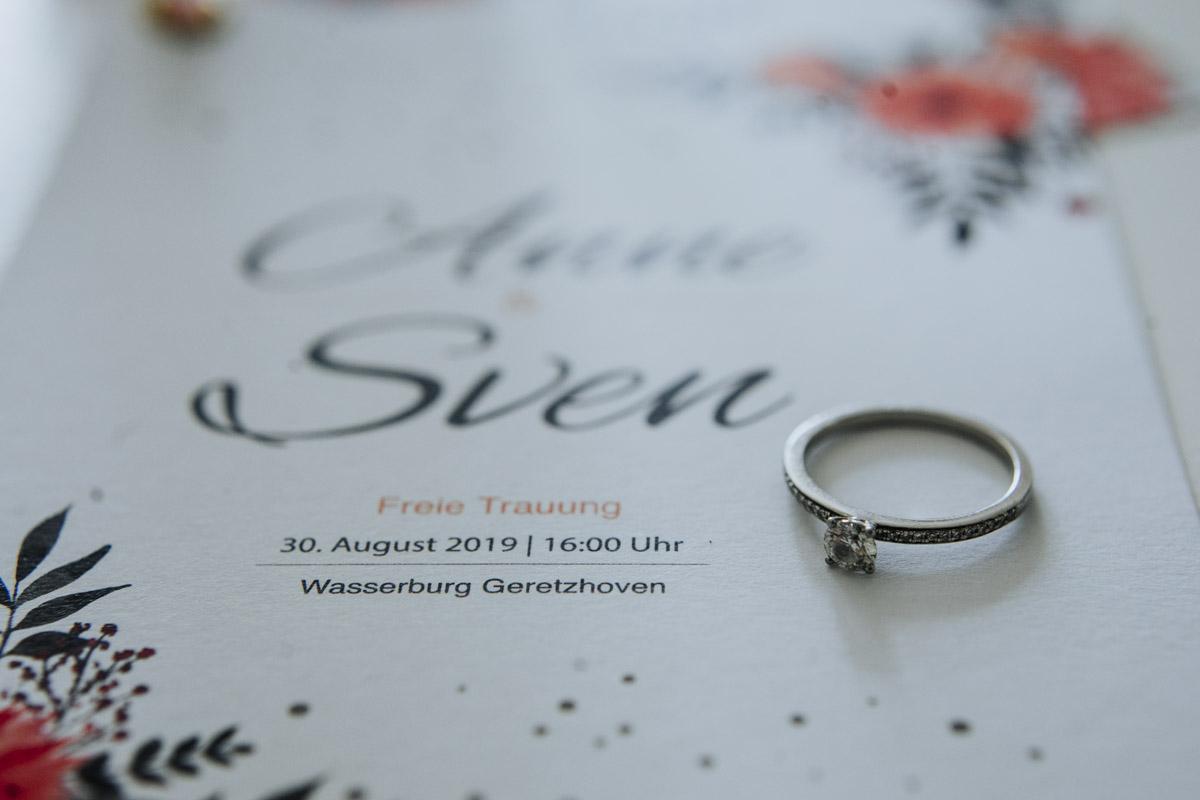 Anne und Sven | Hochzeit mit freier Trauung auf der Wasserburg Geretzhoven - Fotografin Guelten Hamidanoglu Fotografie Koeln AS 19 16