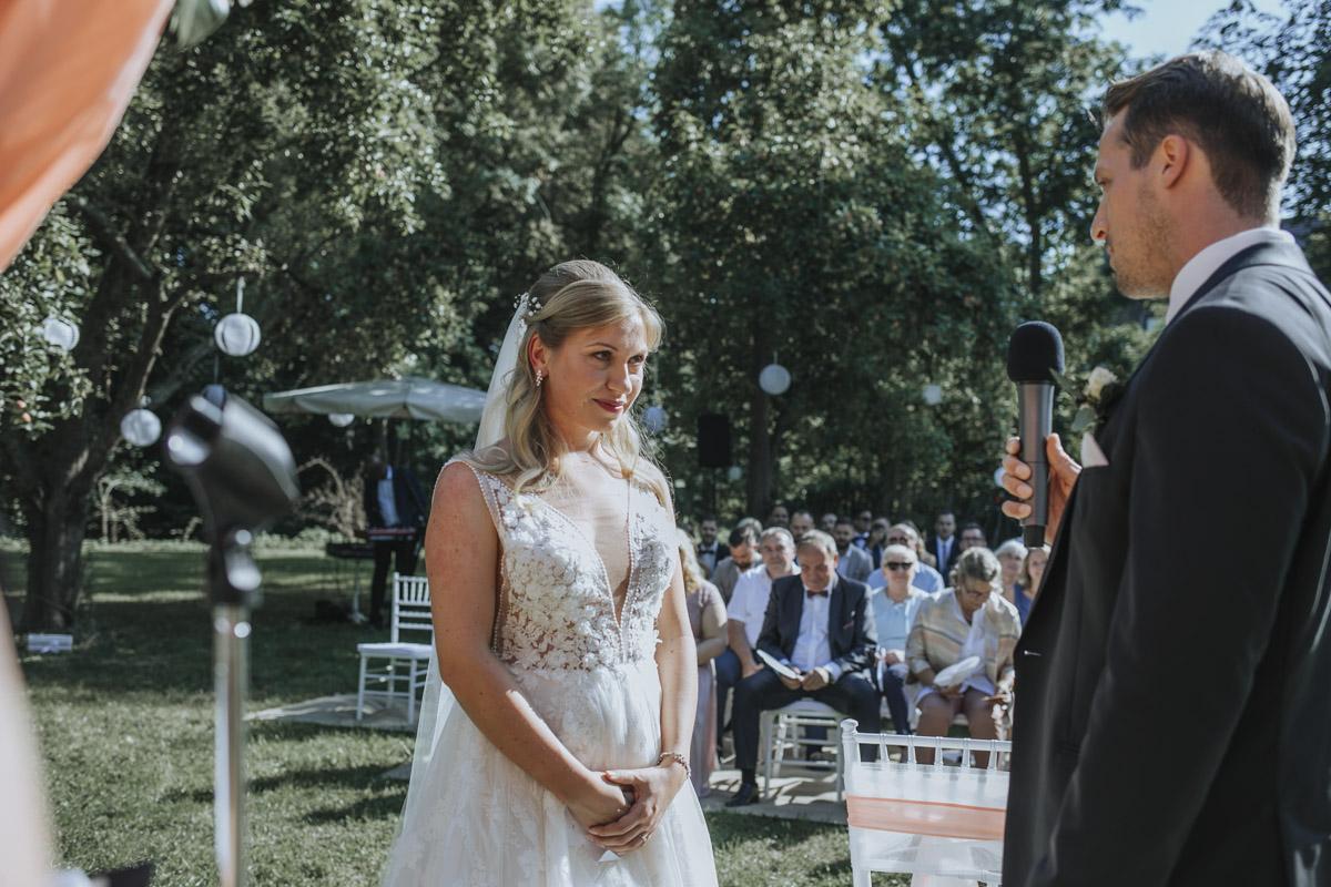 Anne und Sven | Hochzeit mit freier Trauung auf der Wasserburg Geretzhoven - Fotografin Guelten Hamidanoglu Fotografie Koeln AS 19 164