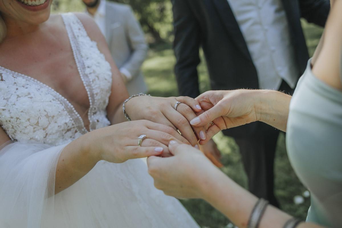 Anne und Sven | Hochzeit mit freier Trauung auf der Wasserburg Geretzhoven - Fotografin Guelten Hamidanoglu Fotografie Koeln AS 19 258