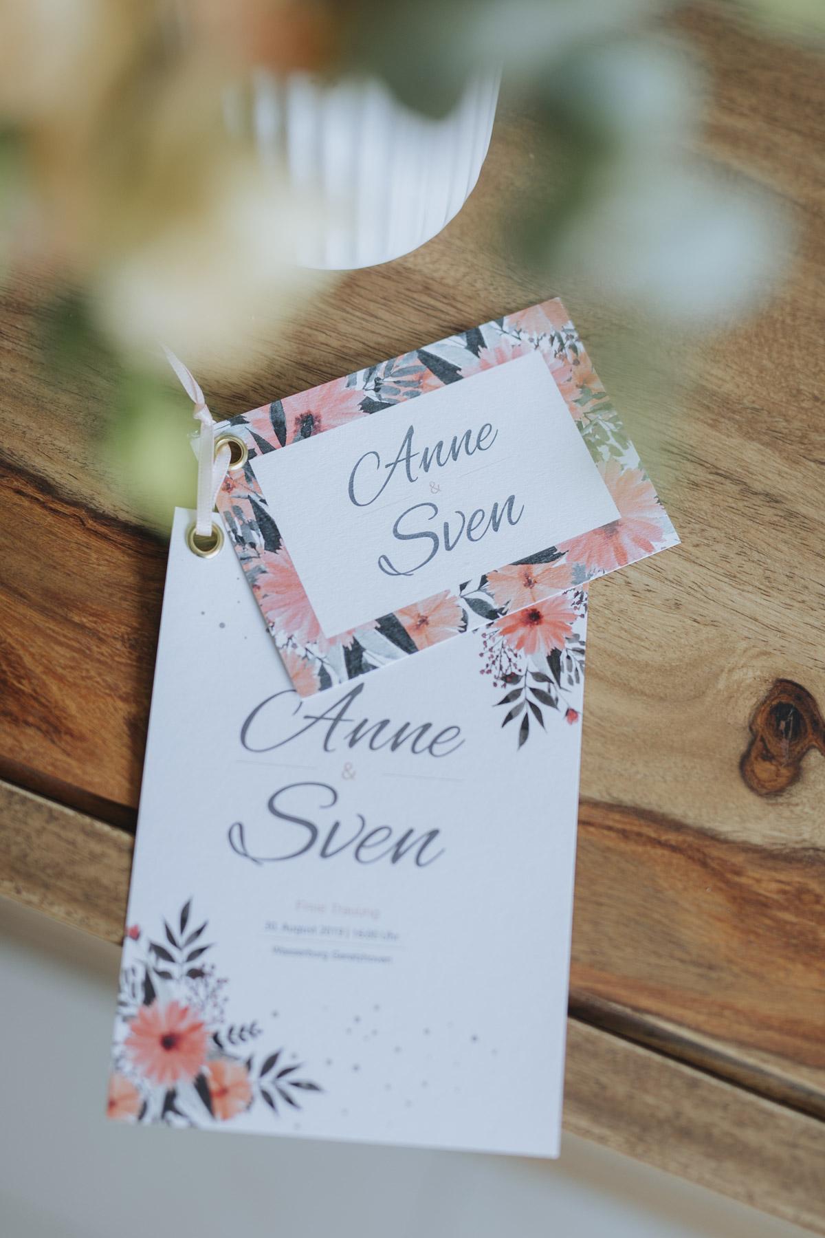 Anne und Sven | Hochzeit mit freier Trauung auf der Wasserburg Geretzhoven - Fotografin Guelten Hamidanoglu Fotografie Koeln AS 19 28