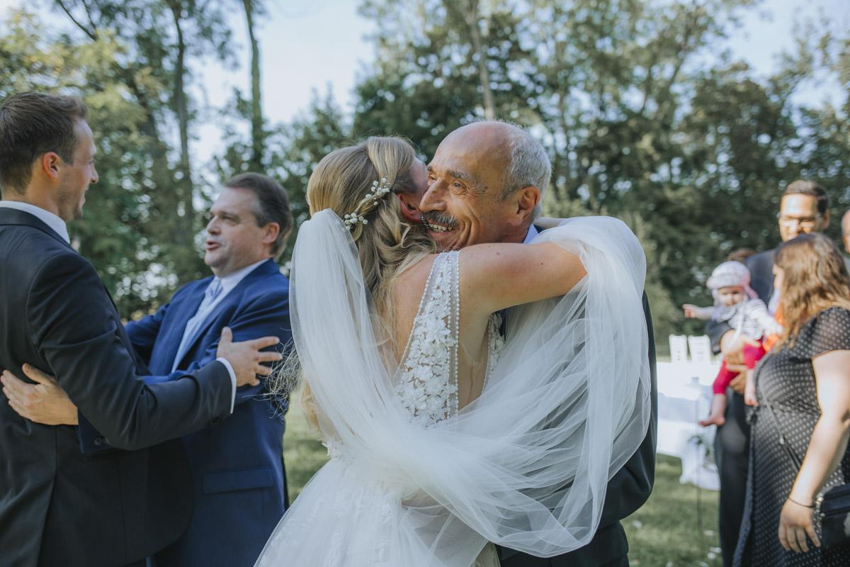 Anne und Sven | Hochzeit mit freier Trauung auf der Wasserburg Geretzhoven - Fotografin Guelten Hamidanoglu Fotografie Koeln AS 19 301