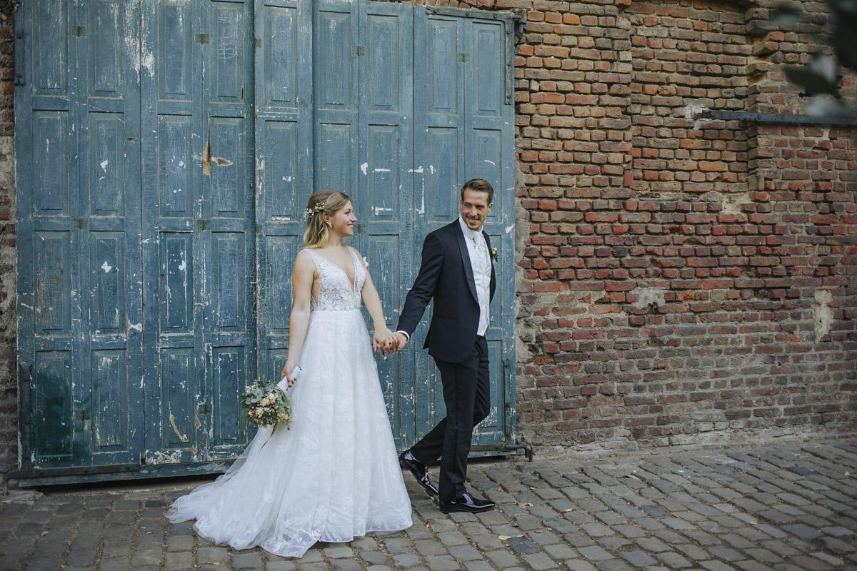 Anne und Sven | Hochzeit mit freier Trauung auf der Wasserburg Geretzhoven - Fotografin Guelten Hamidanoglu Fotografie Koeln AS 19 337
