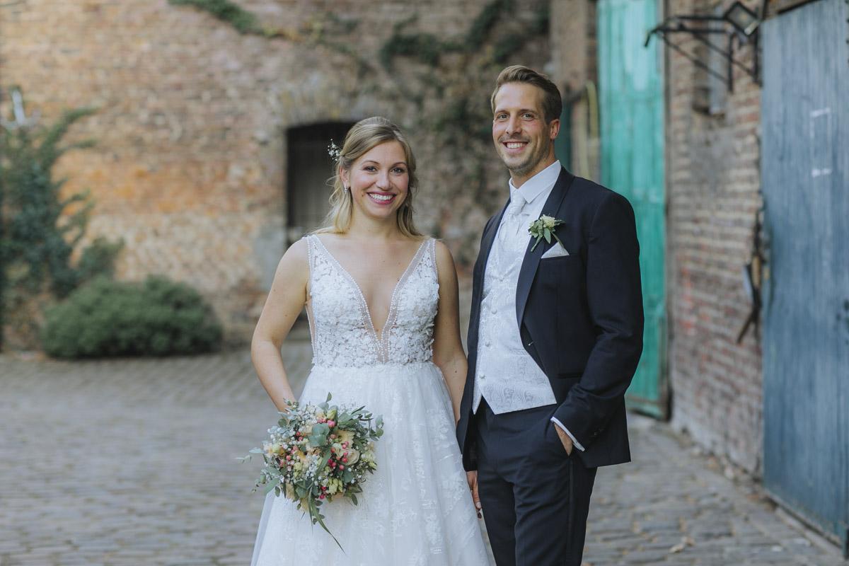 Anne und Sven | Hochzeit mit freier Trauung auf der Wasserburg Geretzhoven - Fotografin Guelten Hamidanoglu Fotografie Koeln AS 19 352