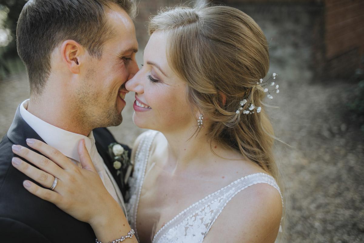 Anne und Sven | Hochzeit mit freier Trauung auf der Wasserburg Geretzhoven - Fotografin Guelten Hamidanoglu Fotografie Koeln AS 19 402