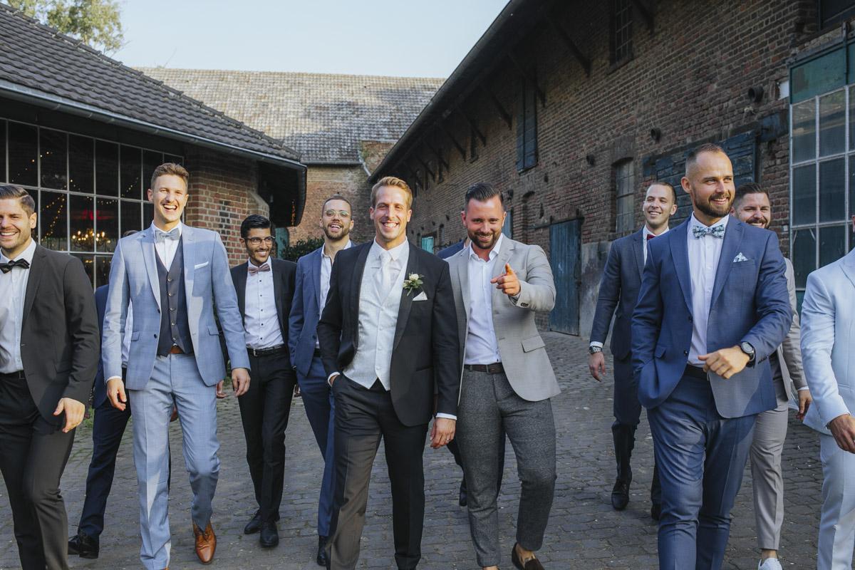 Anne und Sven | Hochzeit mit freier Trauung auf der Wasserburg Geretzhoven - Fotografin Guelten Hamidanoglu Fotografie Koeln AS 19 447