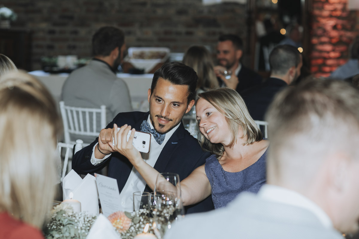 Anne und Sven | Hochzeit mit freier Trauung auf der Wasserburg Geretzhoven - Fotografin Guelten Hamidanoglu Fotografie Koeln AS 19 466