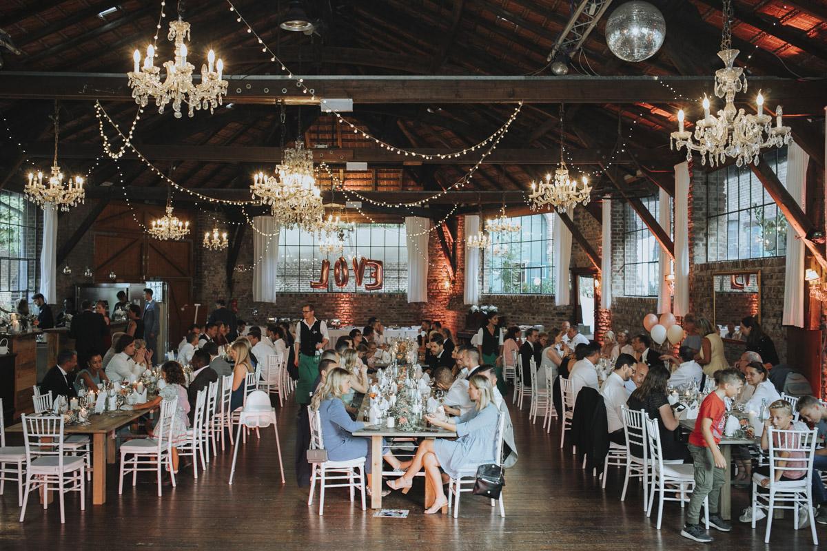 Anne und Sven | Hochzeit mit freier Trauung auf der Wasserburg Geretzhoven - Fotografin Guelten Hamidanoglu Fotografie Koeln AS 19 479