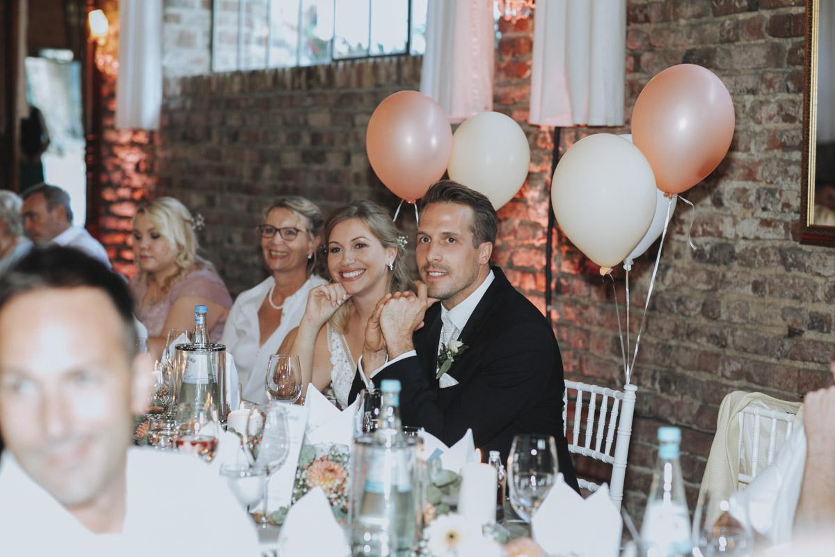 Anne und Sven | Hochzeit mit freier Trauung auf der Wasserburg Geretzhoven - Fotografin Guelten Hamidanoglu Fotografie Koeln AS 19 483