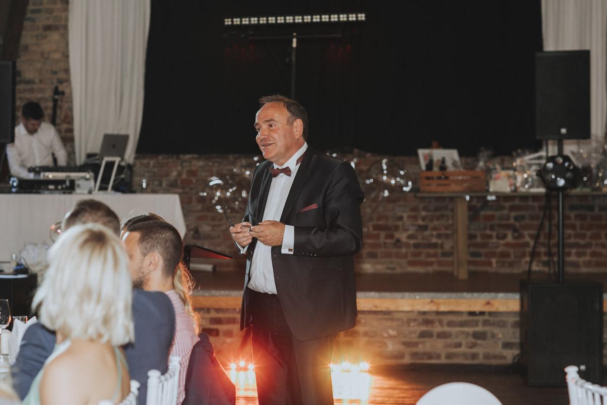 Anne und Sven | Hochzeit mit freier Trauung auf der Wasserburg Geretzhoven - Fotografin Guelten Hamidanoglu Fotografie Koeln AS 19 493