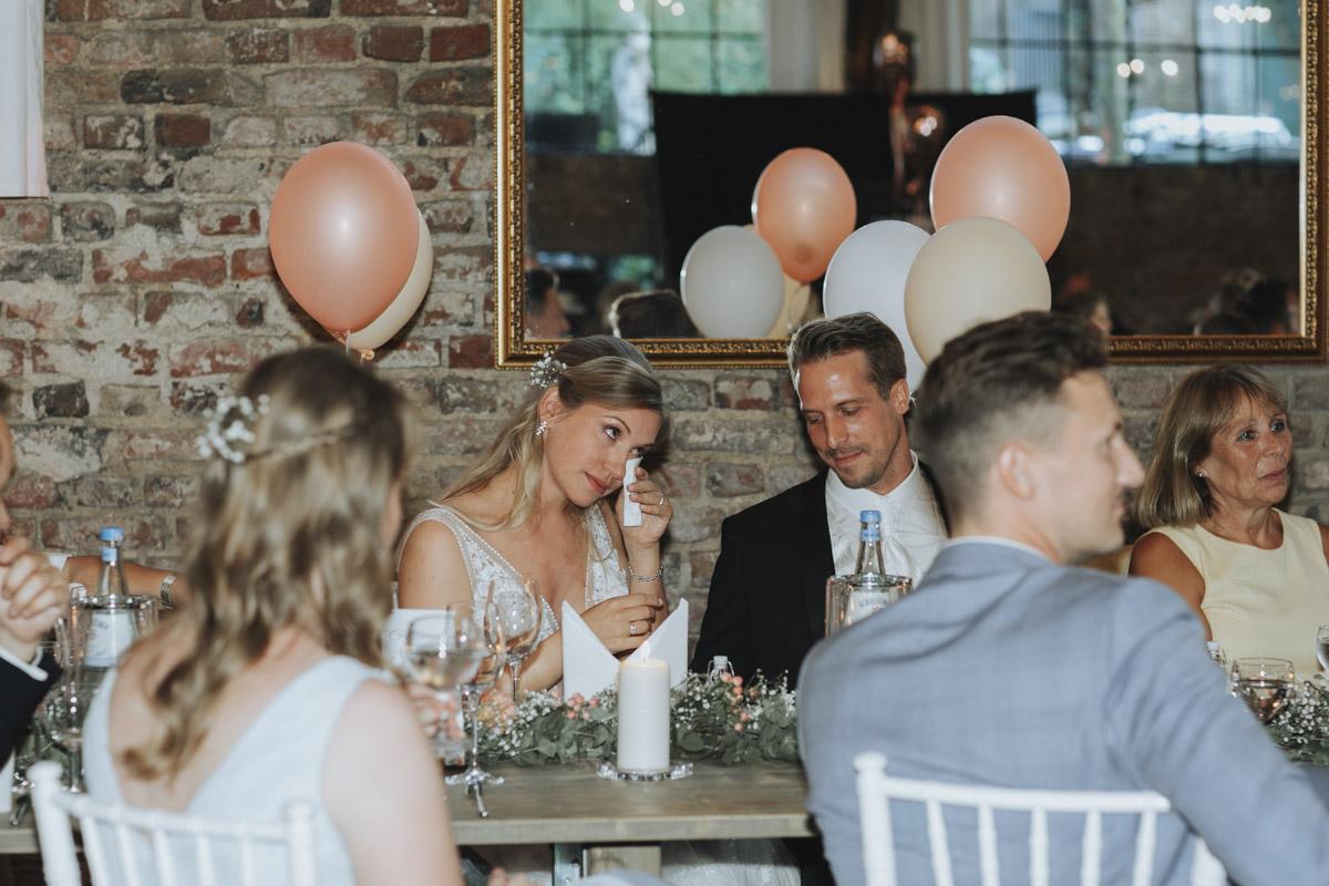 Anne und Sven | Hochzeit mit freier Trauung auf der Wasserburg Geretzhoven - Fotografin Guelten Hamidanoglu Fotografie Koeln AS 19 496